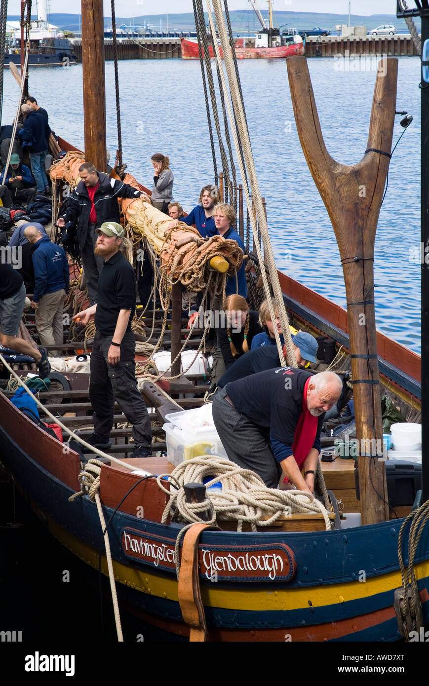 dh Sea Stallion KIRKWALL ORKNEY Sailors main sail Havhingsten fra Glendalough viking galley longboat crew - Stock Image