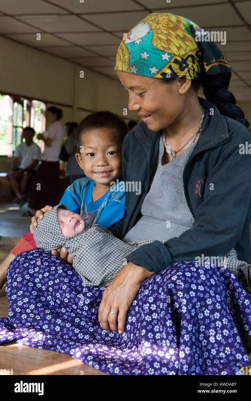 Mother with newly born baby and son, Kou Kou Clinic, Swe Kou Kou village, IDP-Area bordering Thailand near Maesot, - Stock Image