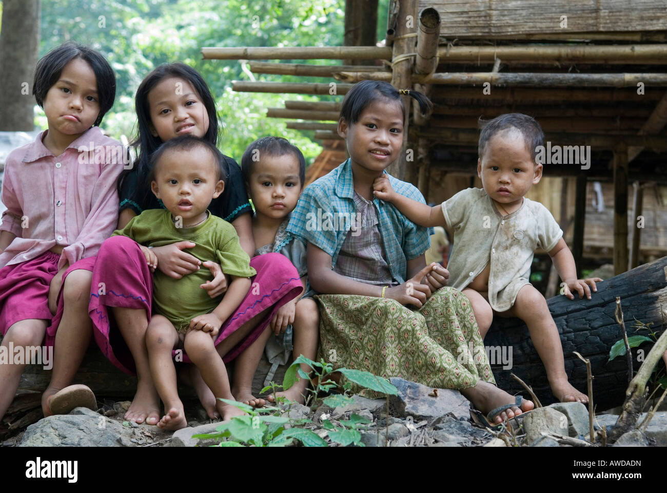 Children in the IDP-Camp Oh Win Hta, IDP-Area at the border to Thailand near Mae Sam Raep, Birma - Stock Image