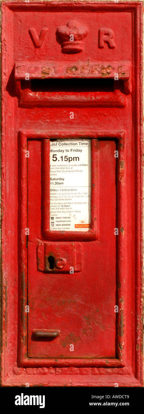 """A VR """"Victoria Regina"""" Royal Mail post box. Picture by Jim Holden. Stock Photo"""