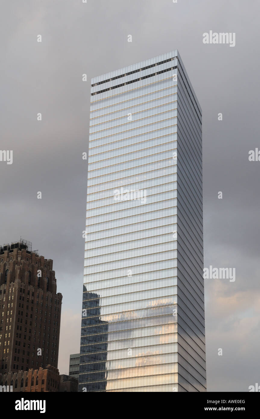 7 World Trade Center replaces a building with the same