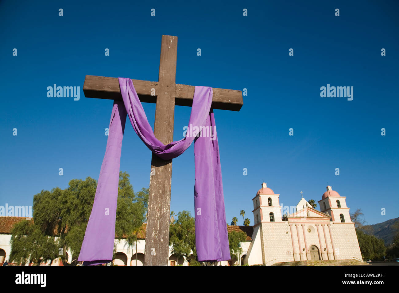 CALIFORNIA Santa Barbara Cross draped in purple for lent Mission Santa Barbara established by Padre Junipero Serra - Stock Image