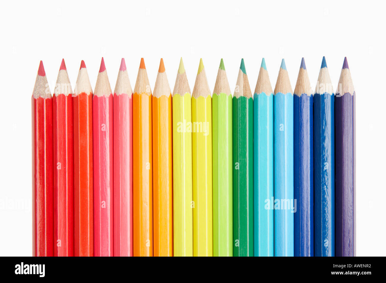 ROW OF SIXTEEN COLOURED PENCILS SHOWING SPECTRUM COLOURS OF THE RAINBOW - Stock Image