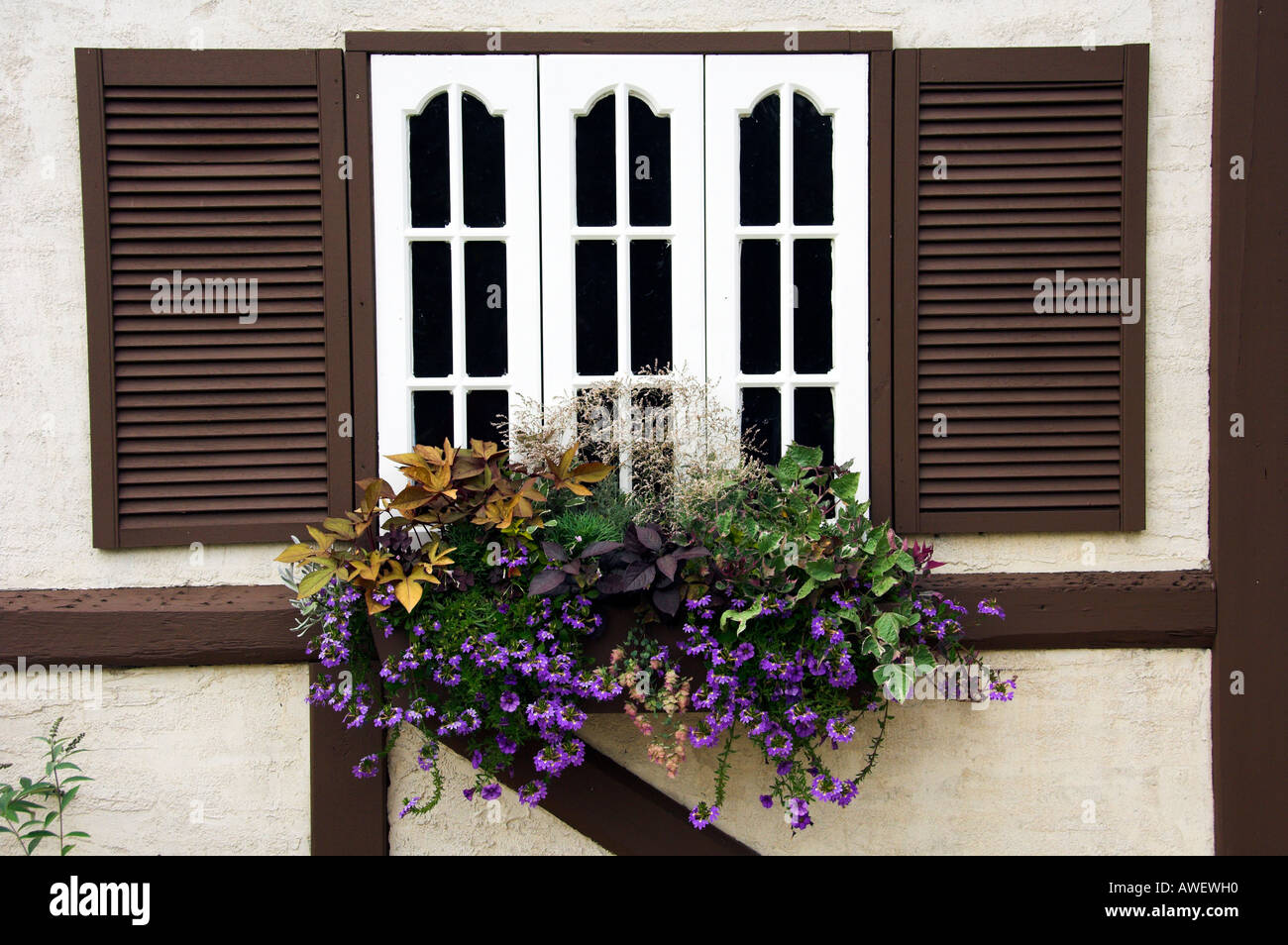 Window boxes and flowers at Grandma s Cottage in the English Gardens in Winnipeg Manitoba Canada - Stock Image