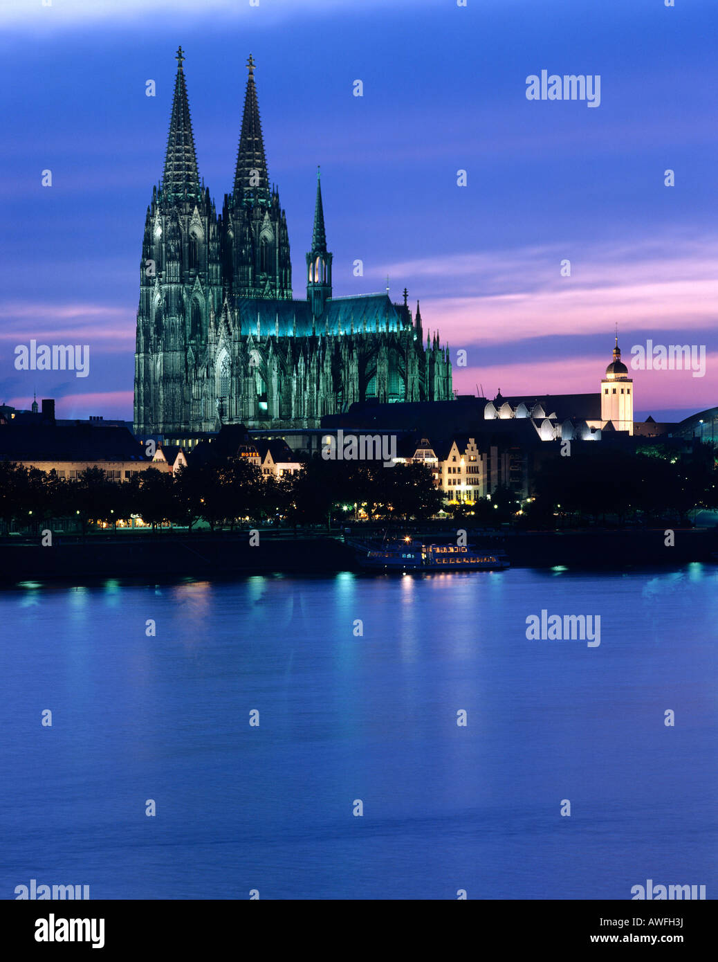 Cologne Cathedral and the Rhine River at dusk, Cologne, North Rhine-Westphalia, Germany, Europe - Stock Image
