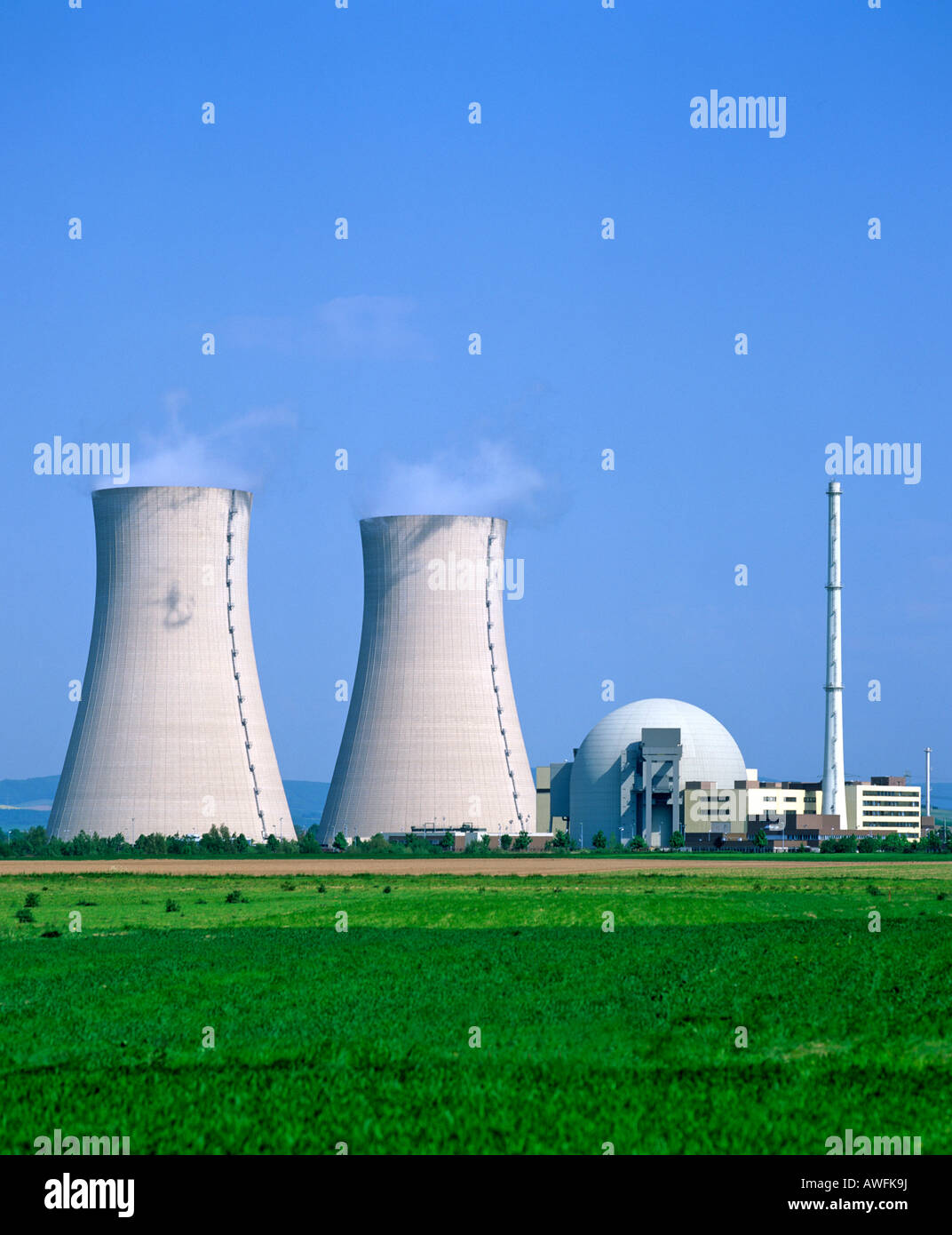 Cooling towers, Grohnde Nuclear Power Plant, Emmerthal, Hameln, Lower Saxony, Germany, Europe - Stock Image