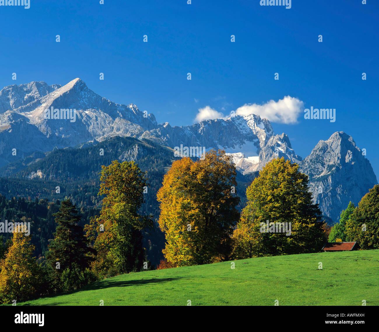 Autumn mood, Wetterstein Range with Mts. Alpspitze, Zugspitze and Waxenstein, Garmisch-Partenkirchen, Upper Bavaria, - Stock Image