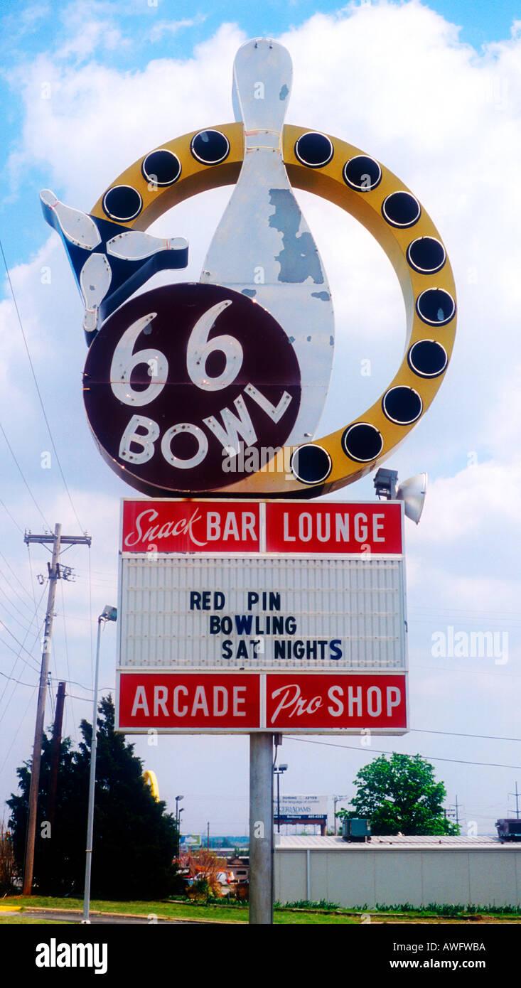 lucky strike bowling logo