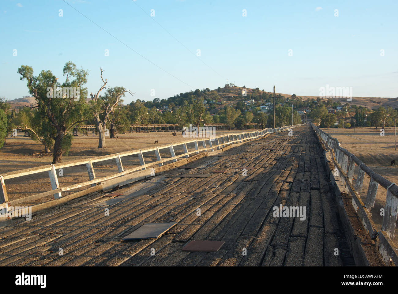 the old wooden road bridge to gundagai Stock Photo: 16570135