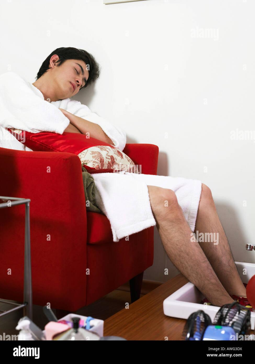 man having a foot bath at a health spa Stock Photo: 16571797 - Alamy