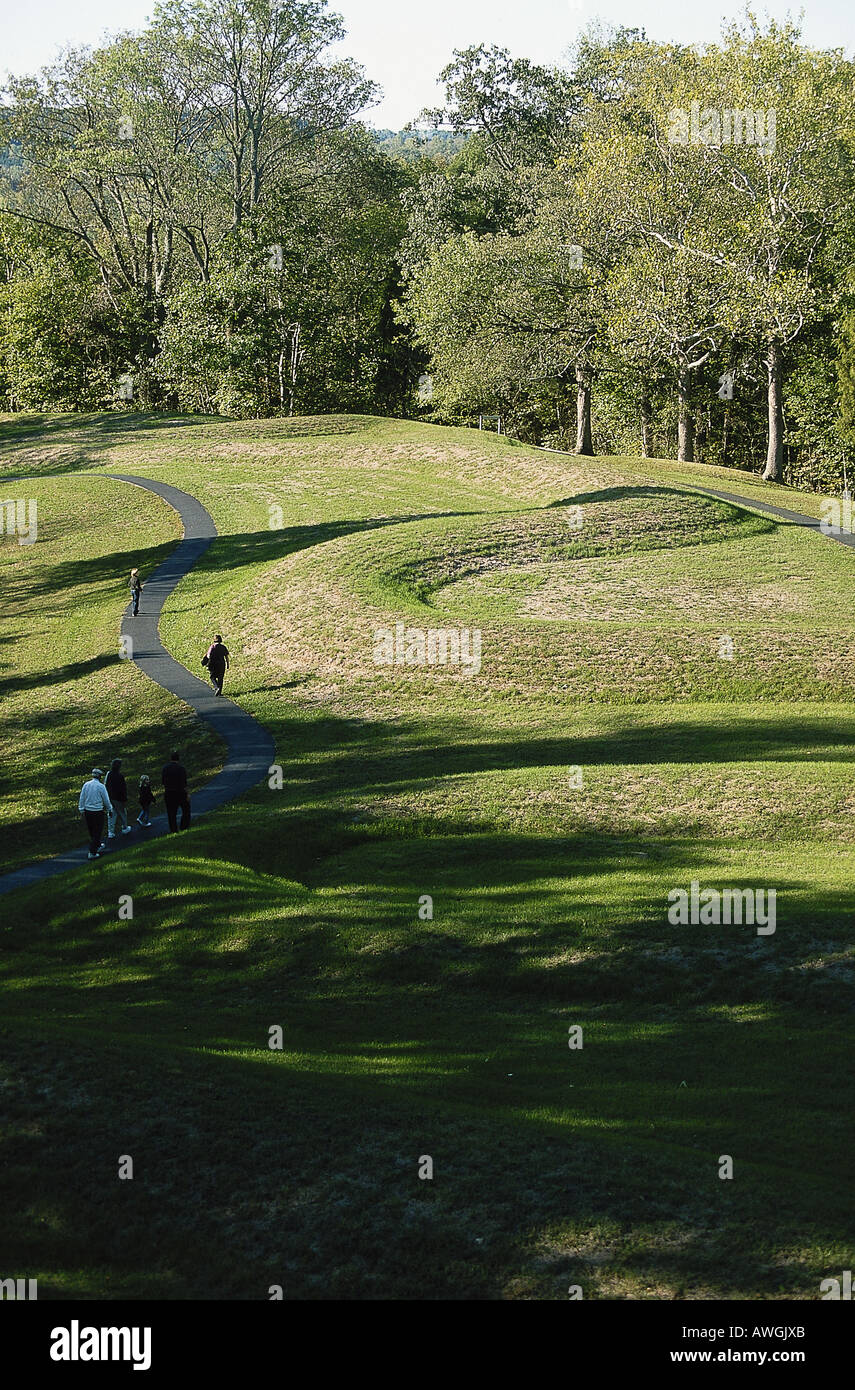 USA, Ohio, Serpent Mound, effigy mound constructed between 800 BC and AD 400 by ancient Adena people - Stock Image