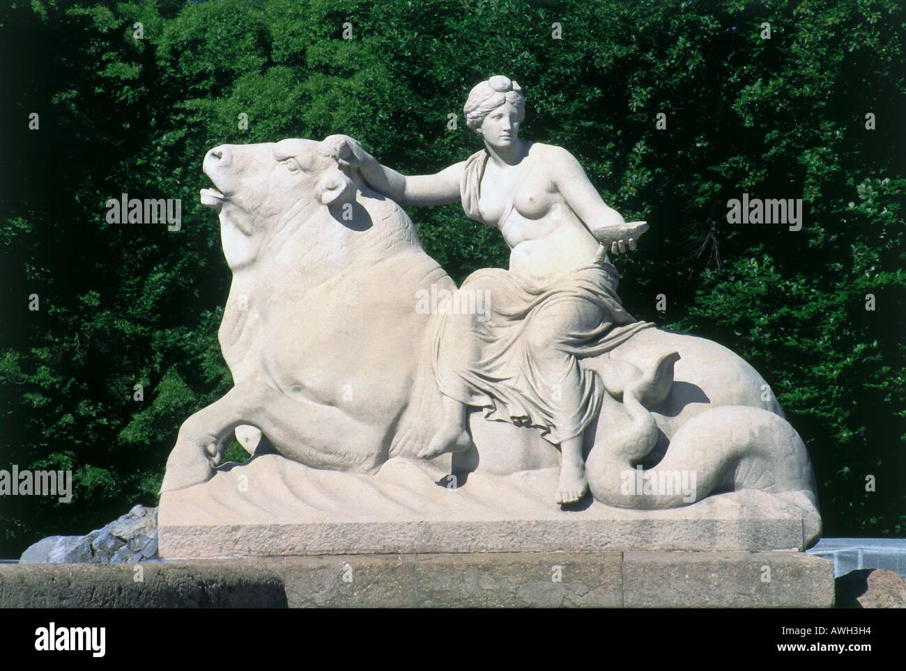 Germany, Bavaria, Munich, Lenbachplatz, Wittelsbacherbrunnen, allegorical statue woman bull goblet, fountain Adolf Hilderbrand - Stock Image