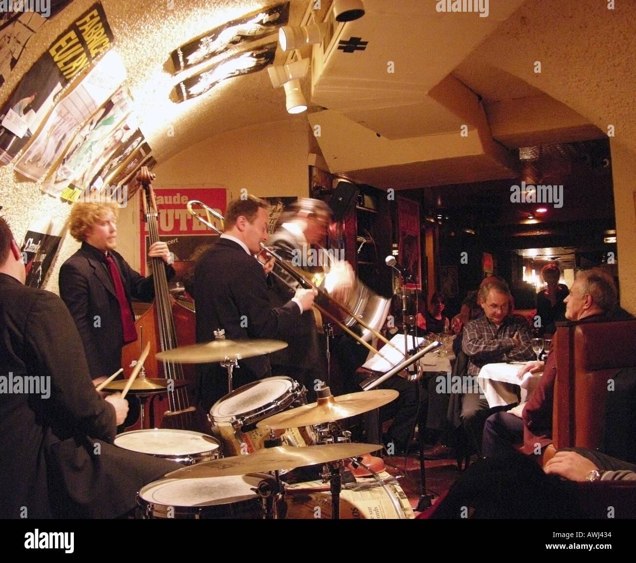 Jazz musicians playing in le Petit Journal jazz club Paris - Stock Image