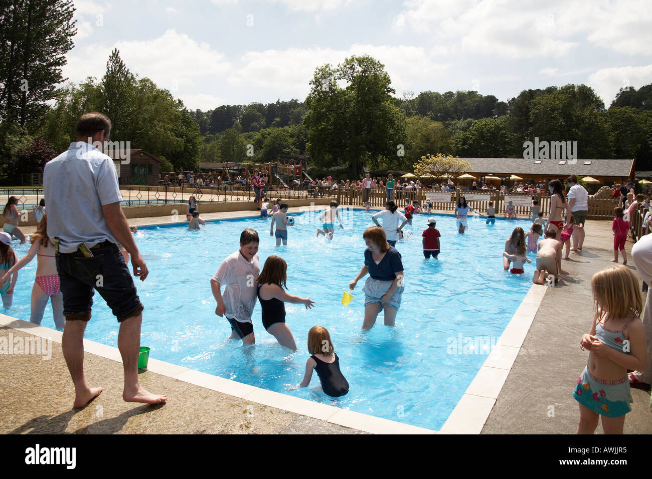 beale park childrens swimming pool and play park near goring on river stock photo 9483252 alamy. Black Bedroom Furniture Sets. Home Design Ideas