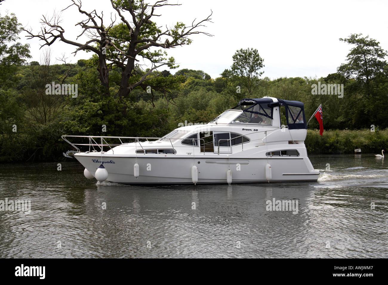 Cabin cruiser luxury motor yacht pleasure boat near medmenham on River Thames between Buckinghamshire and Berkshire Stock Photo