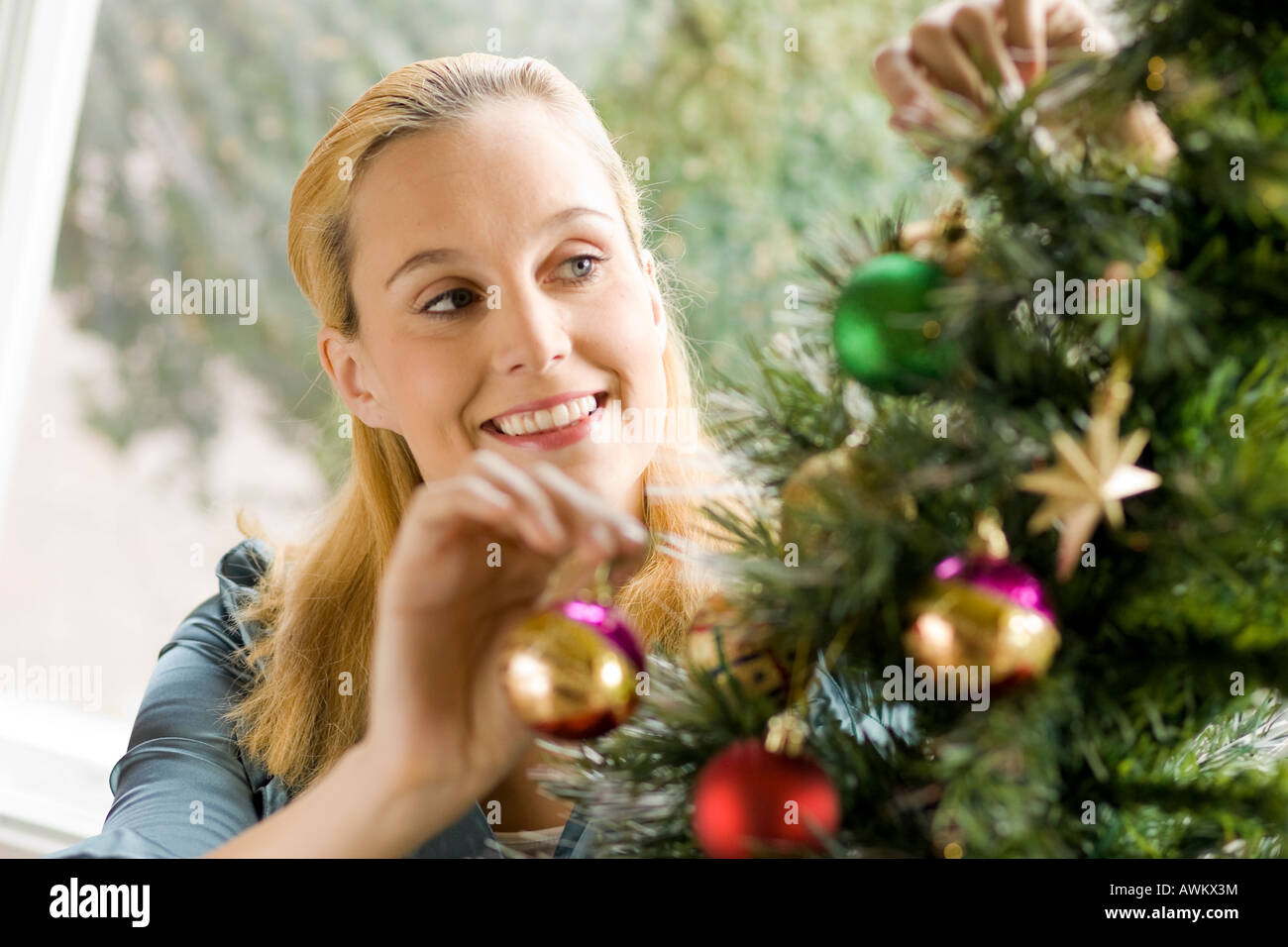 woman decorating the Christmas tree - Stock Image