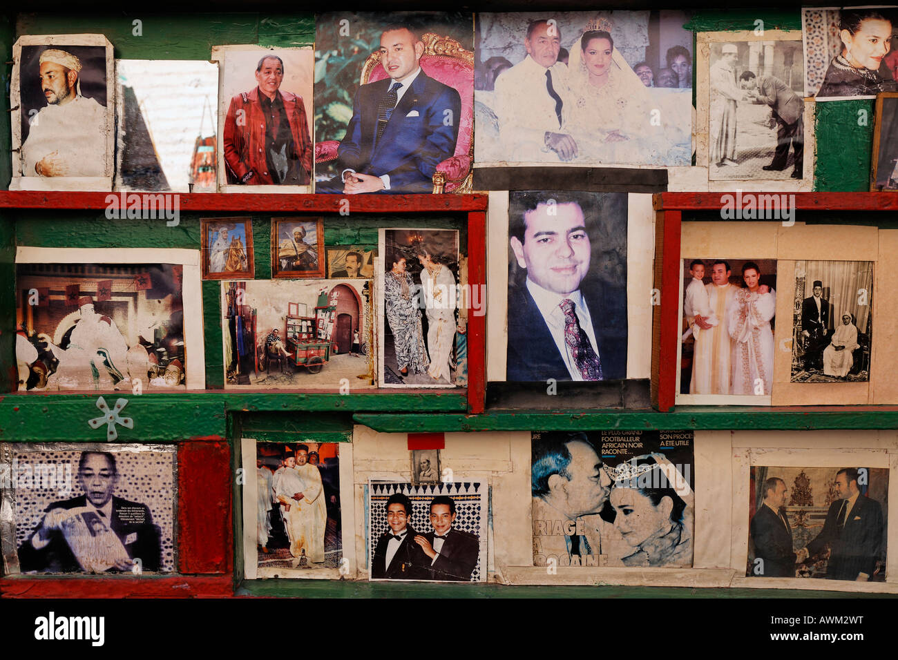 Faded, yellowed pictures of Moroccan royals, Kings Hassan II and Mohammed VI at a kiosk in the historic Medina quarter, - Stock Image