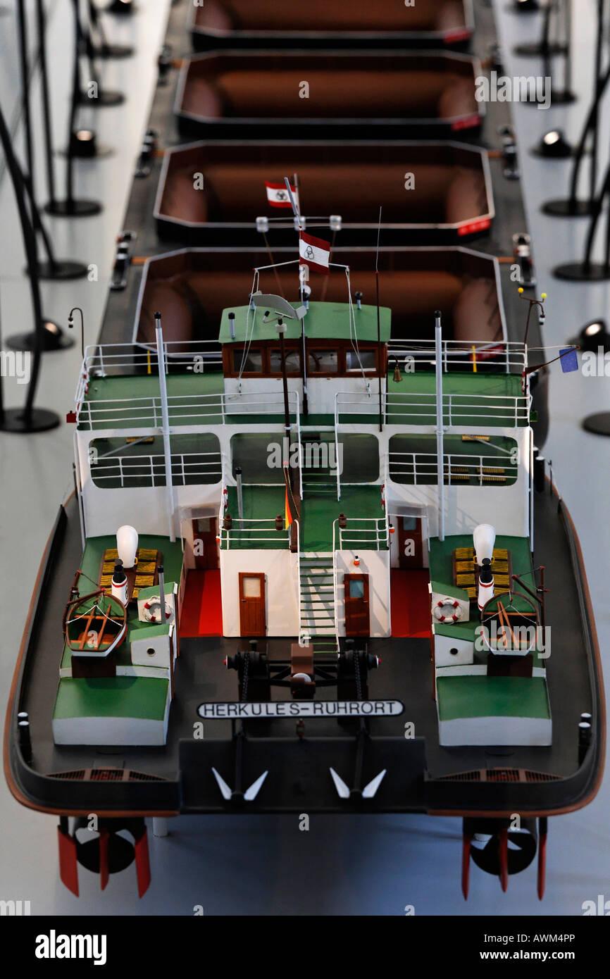 Model of a pusher tug vessel, exhibit at the Museum der Deutschen Binnenschifffahrt (museum of German inland navigation), - Stock Image
