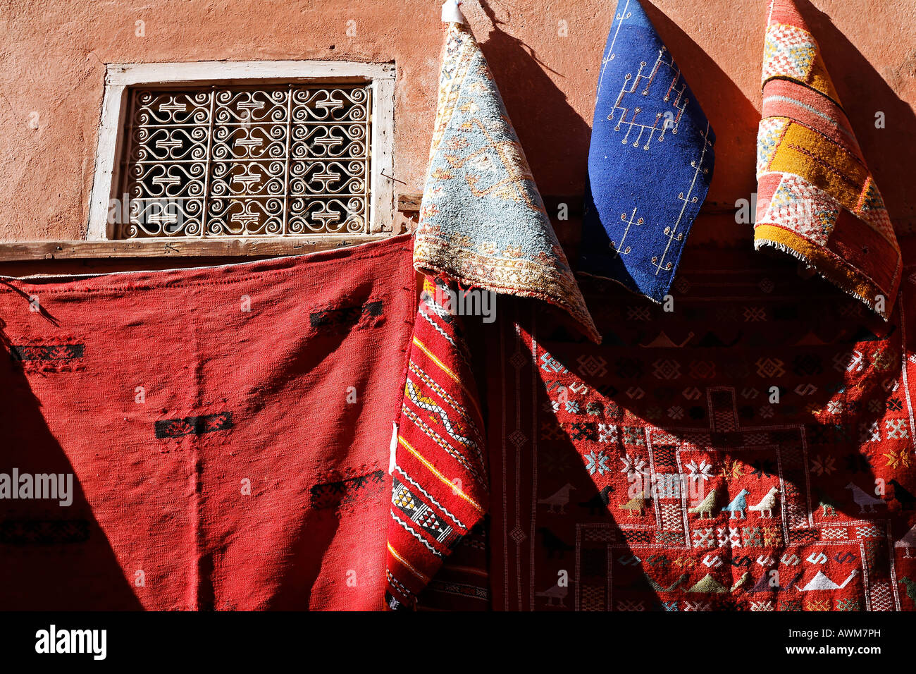 Wall draped wit colourful Berber blankets, Souk, Marrakech, Morocco, Africa - Stock Image