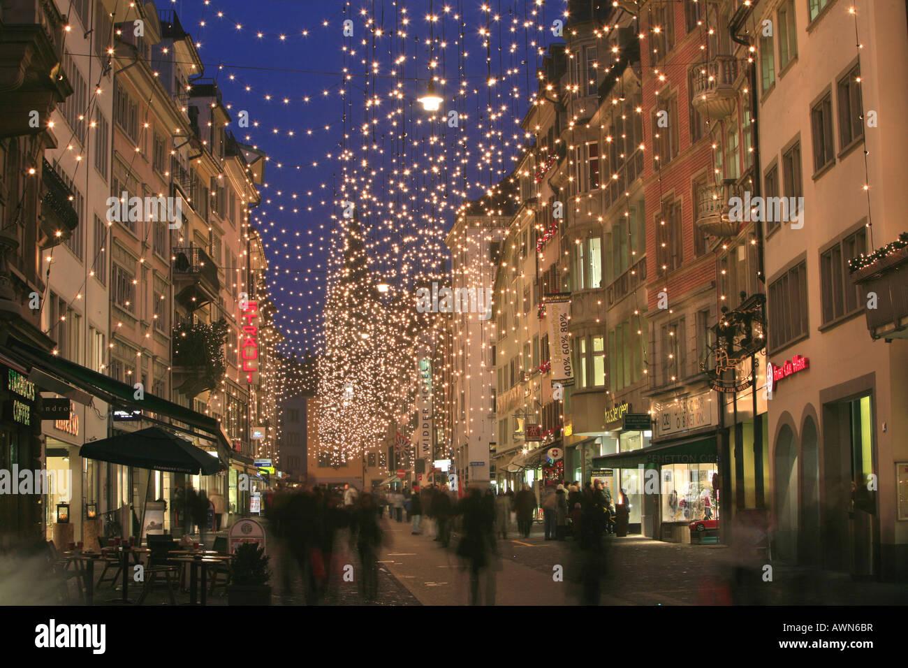 Zürich Weihnachtsbeleuchtung.Classic Christmas Illumination In The City Center Rennweg Zurich