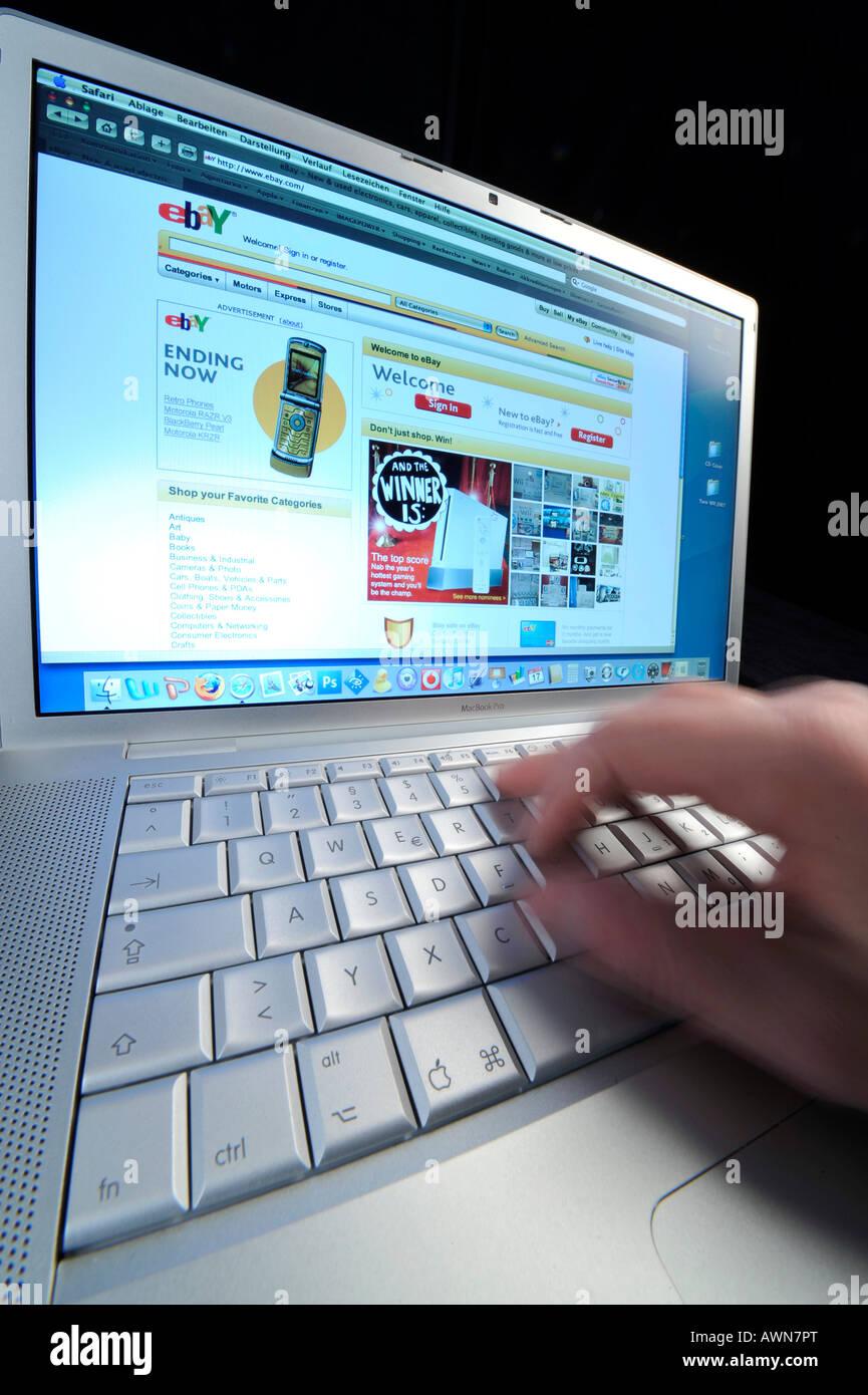 Online-shopping – EBAY Stock Photo