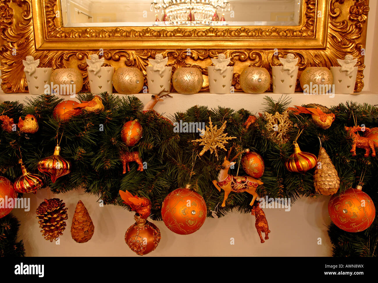 Spiegel Mit Goldrahmen Stock Photos Spiegel Mit Goldrahmen Stock