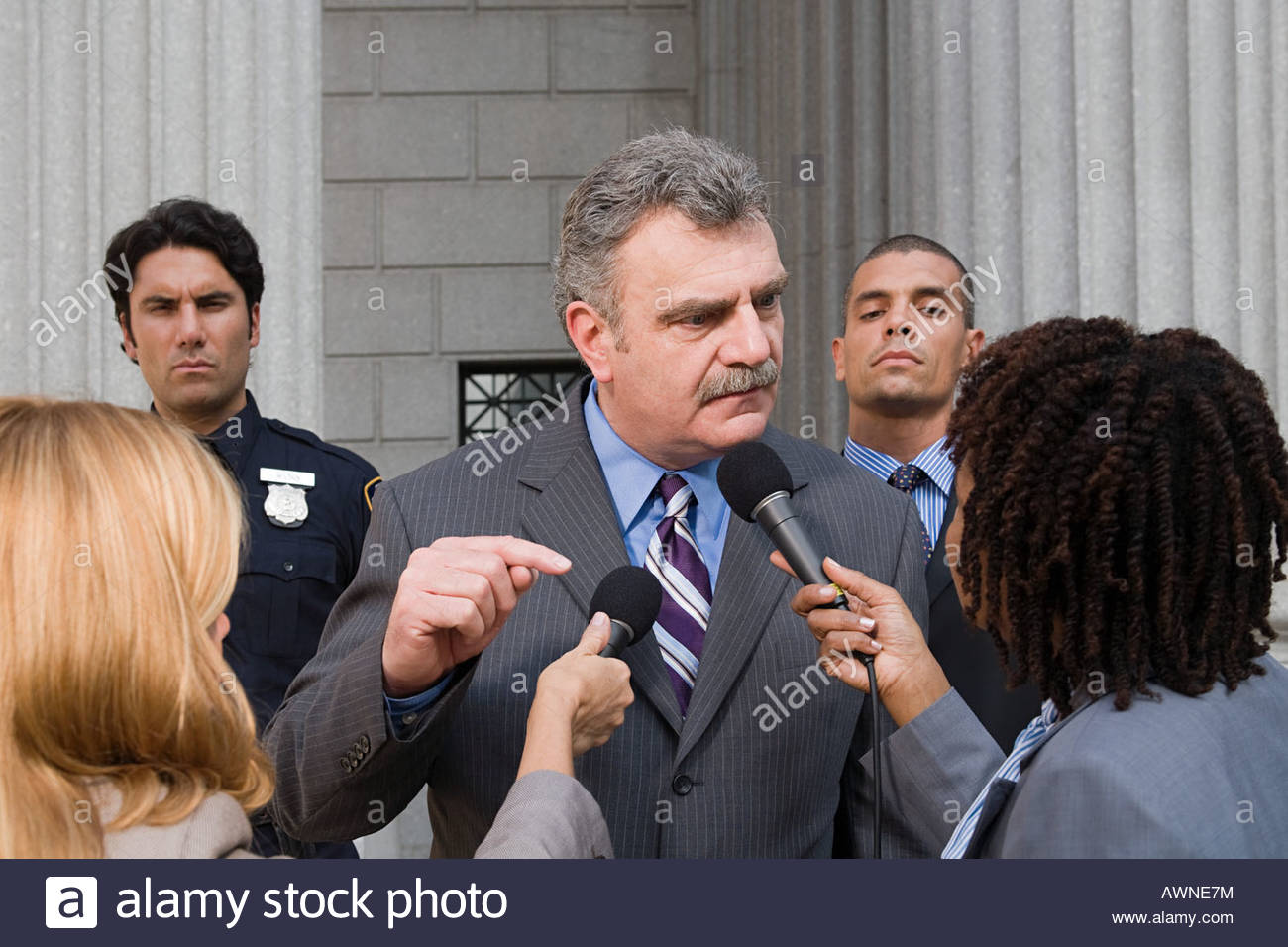 A man talking to reporters outside a courthouse - Stock Image