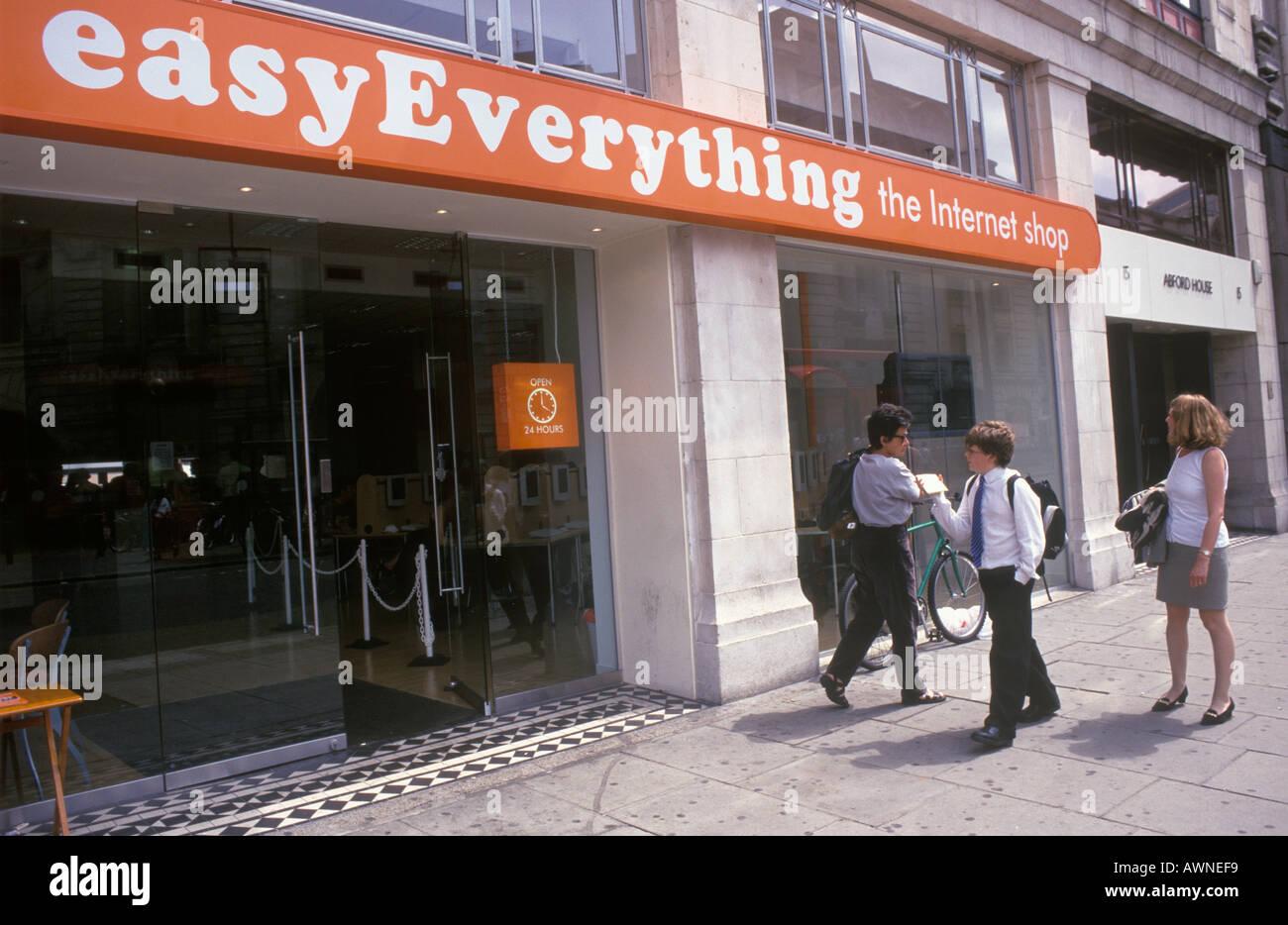 Easy Everything Internet café Victoria London England HOMER SYKES - Stock Image