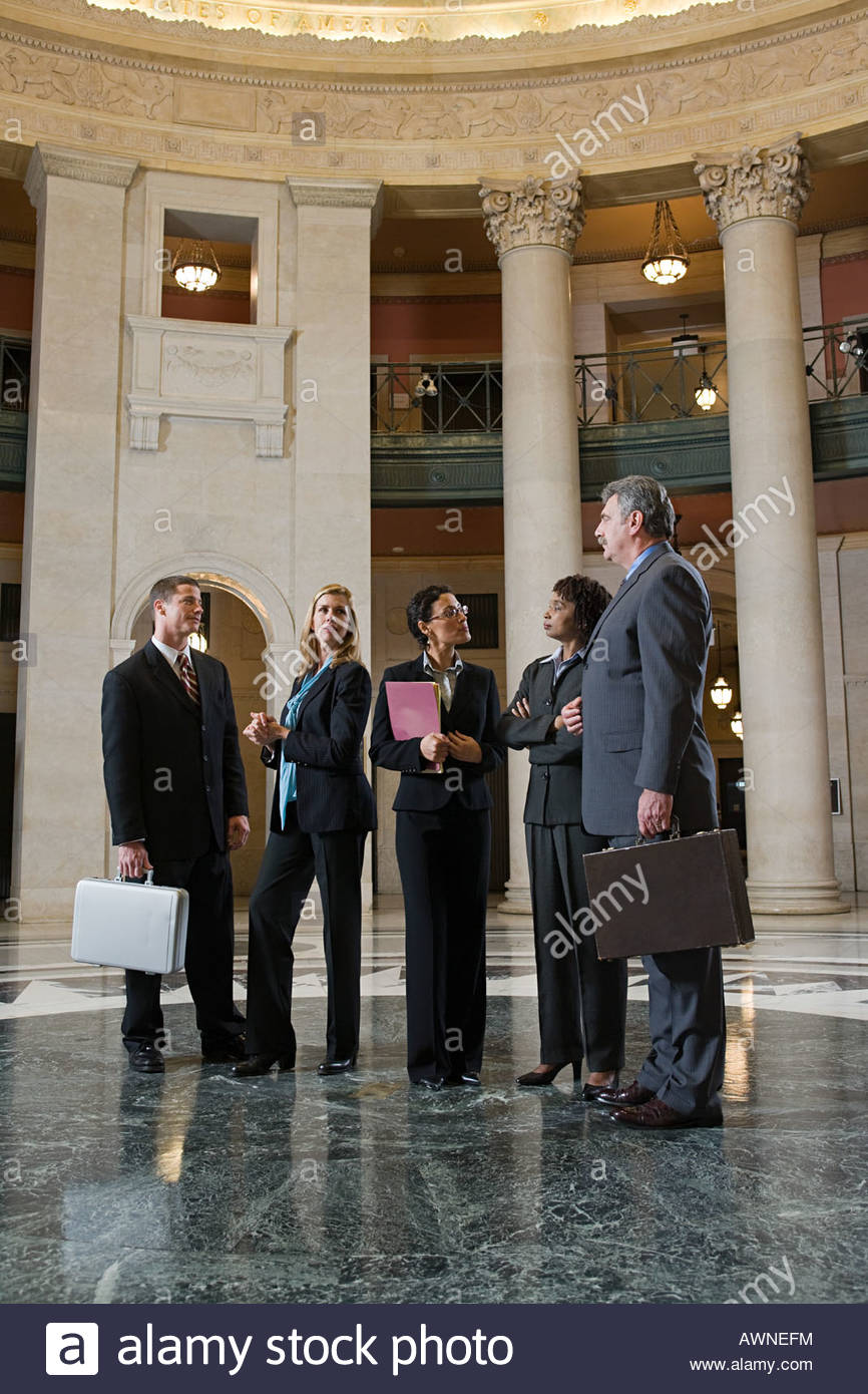 Lawyers talking in a courthouse - Stock Image