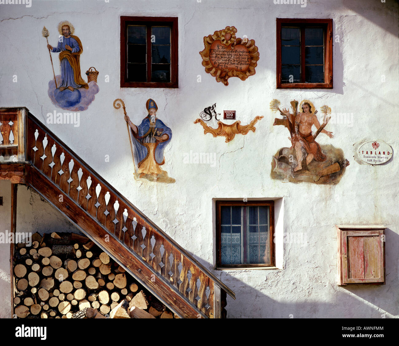 AT - TYROL:  Detail of typical Tyrolean farmhouse in Tabland near Mötz - Stock Image