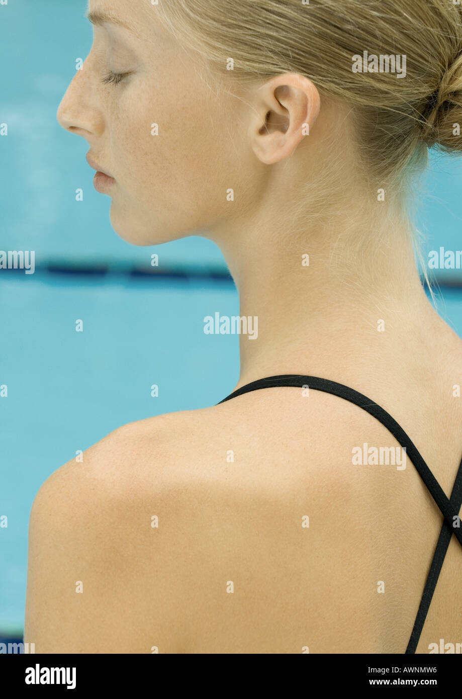 Woman by pool, close-up of shoulder - Stock Image