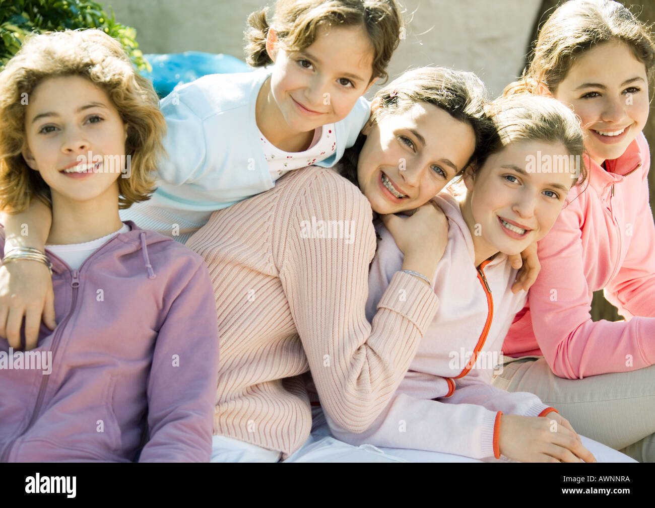 Group of preteen girls, smiling - Stock Image
