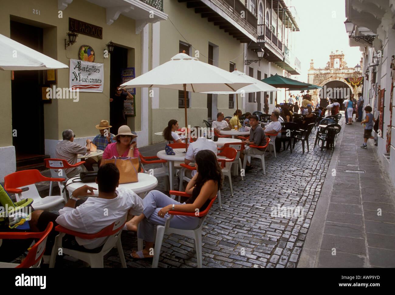 people, tourists, outdoor restaurant, outdoor cafe, puerto rican