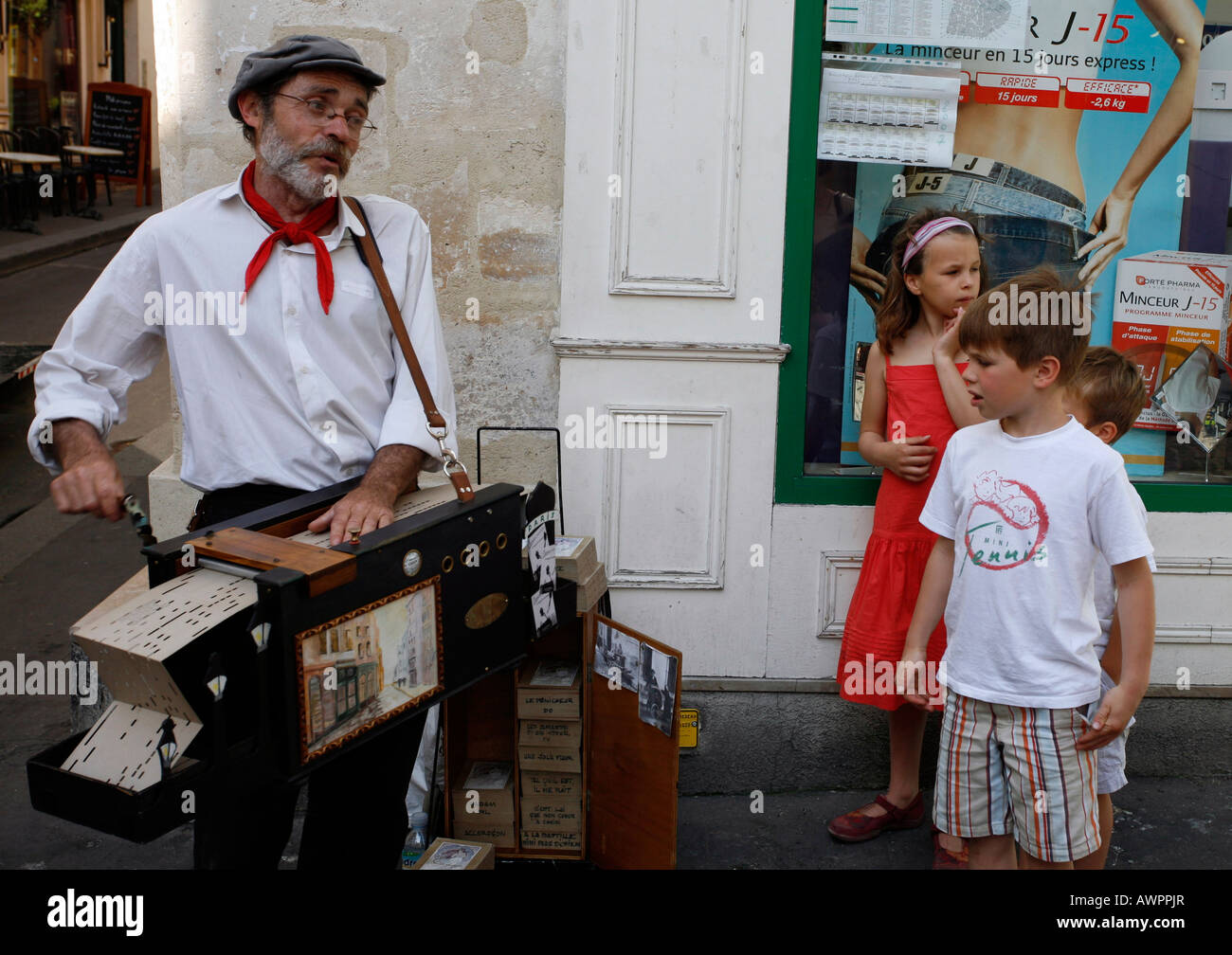 Buskers playing for children in Rue Mouffetard, Paris, France, Europe - Stock Image