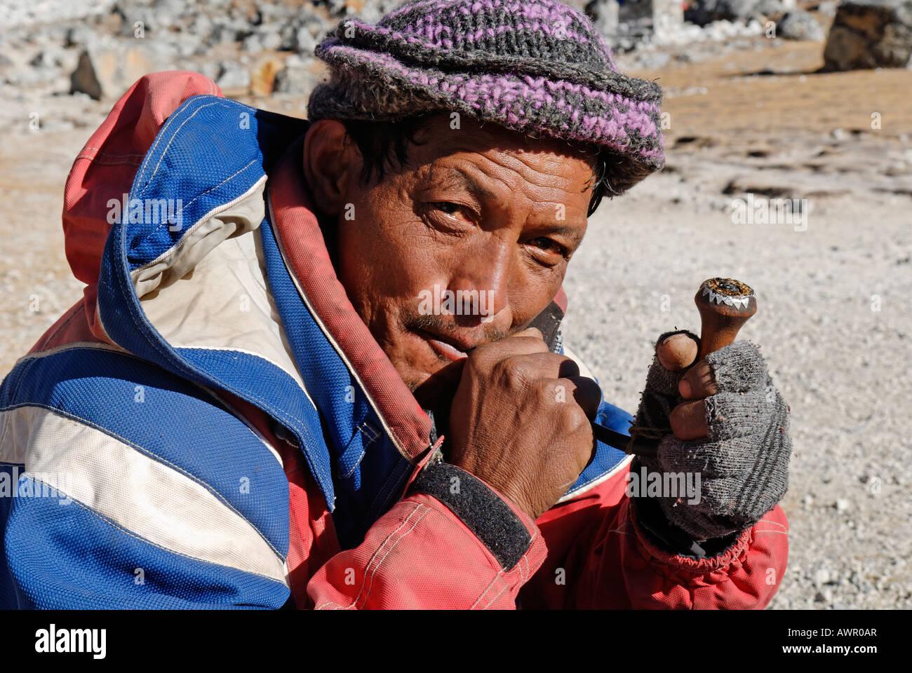 Sherpa man smoking a pipe, Khumbu Himal, Sagarmatha National Park, Nepal Stock Photo