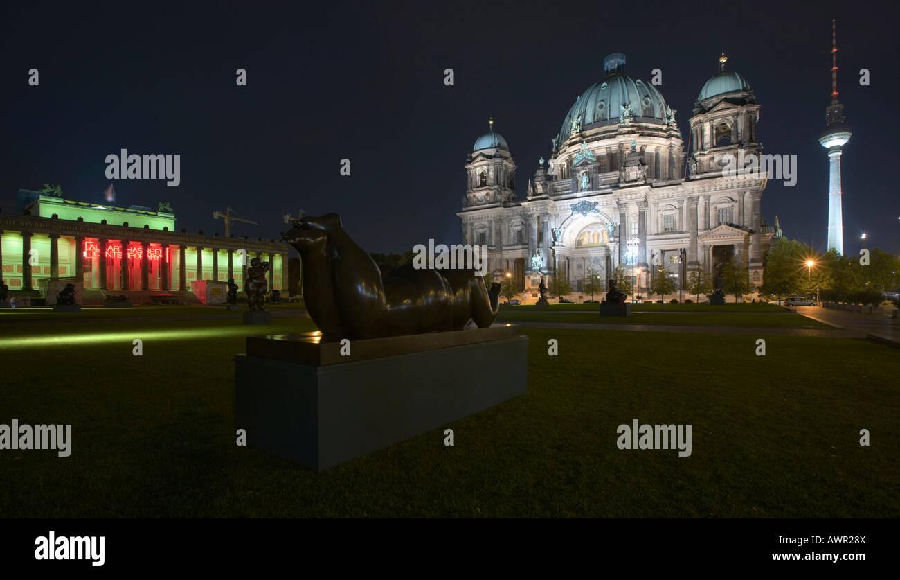 Fernando Botero bronze sculpture in front of Berlin Cathedral and the Lustgarten ('Pleasure Garden'), Berlin, - Stock Image