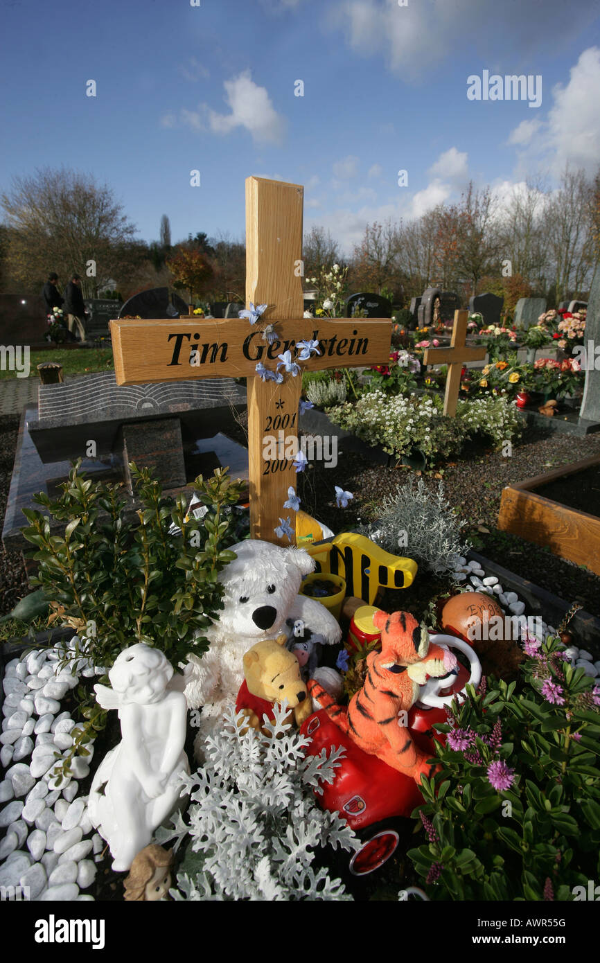 Grave of a child at the cemetry of Weissenthurm, rhineland-palatinate, germany Stock Photo