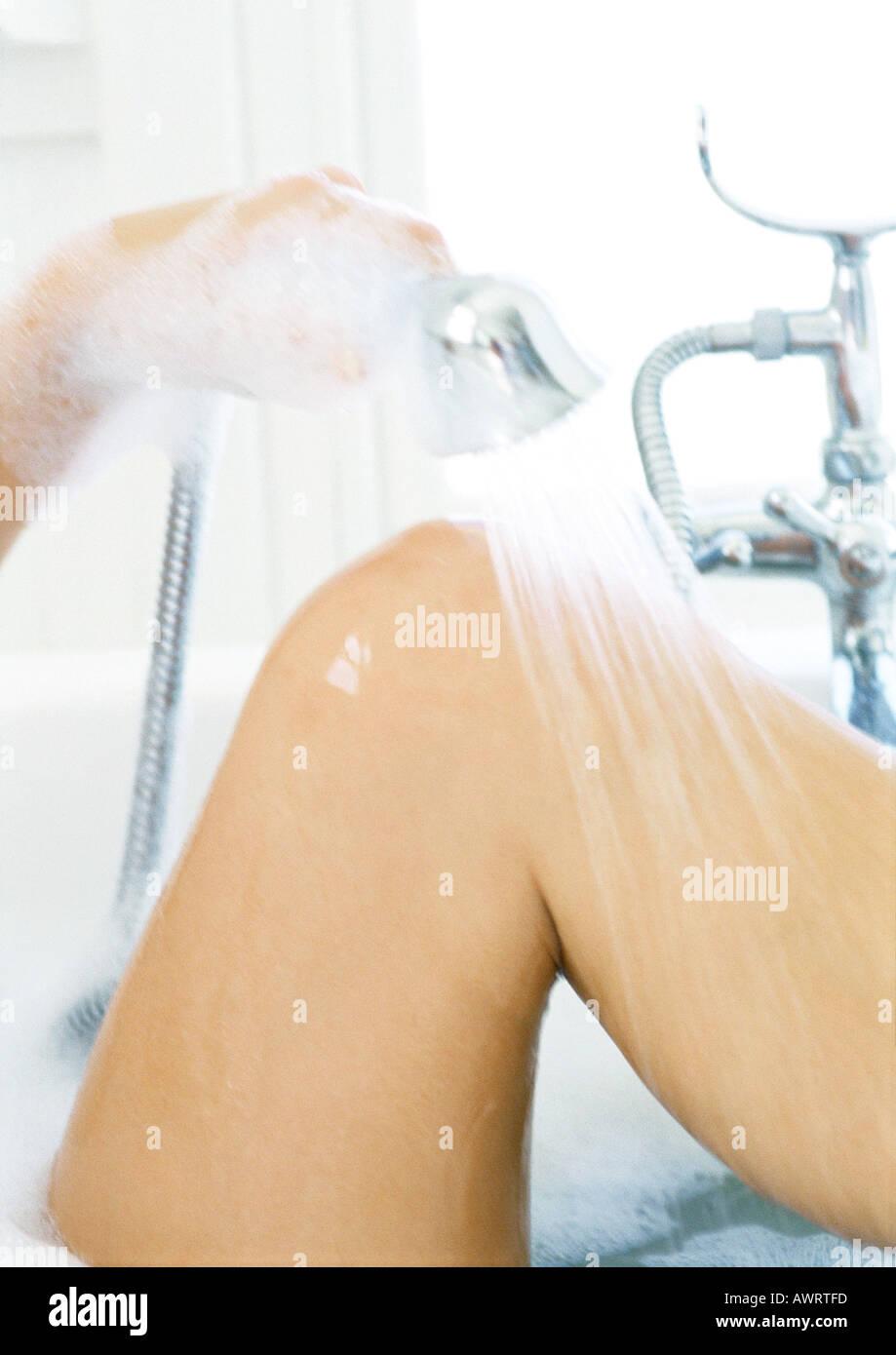 девушка льет душ между ног фото только, как жадно