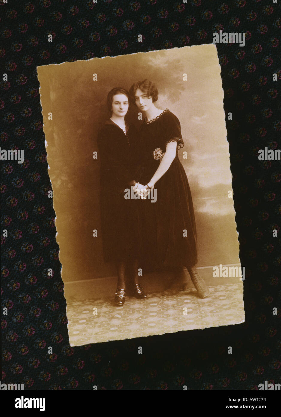 1920's vintage photo with 2 young women holding hands, twenties antique sisters photo, - Stock Image