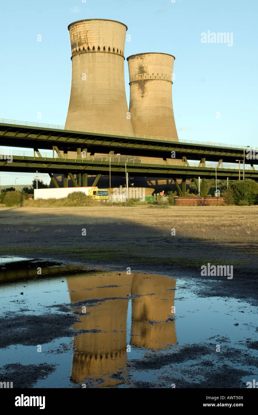 M1 motorway and cooling towers a landmark at Tinsley in Sheffield 'Great Britain' - Stock Image