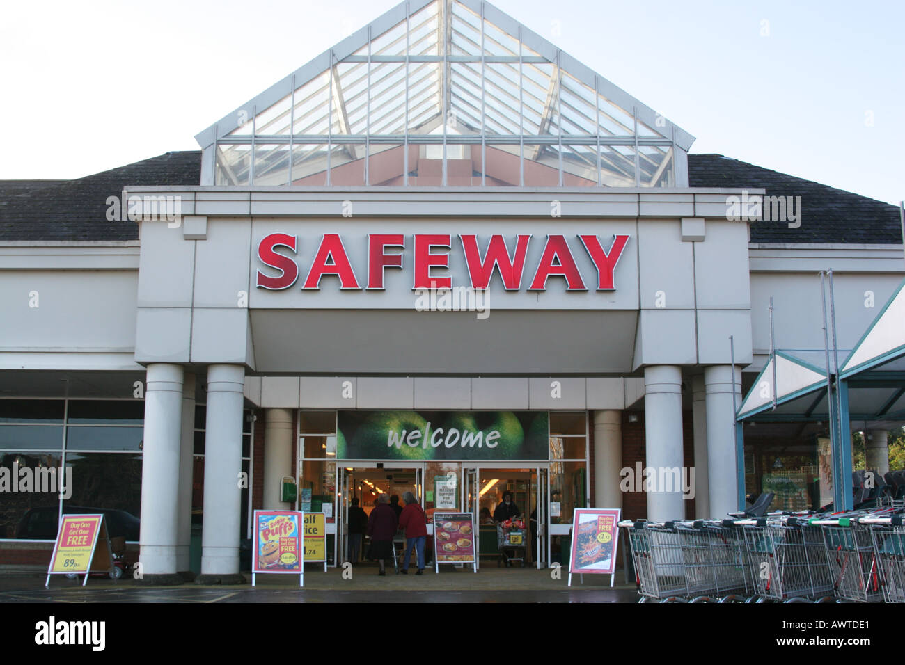Devizes Wiltshire UK Safeway Supermarket Sign Now Morrisons Trolley Cart  Kart   Stock Image