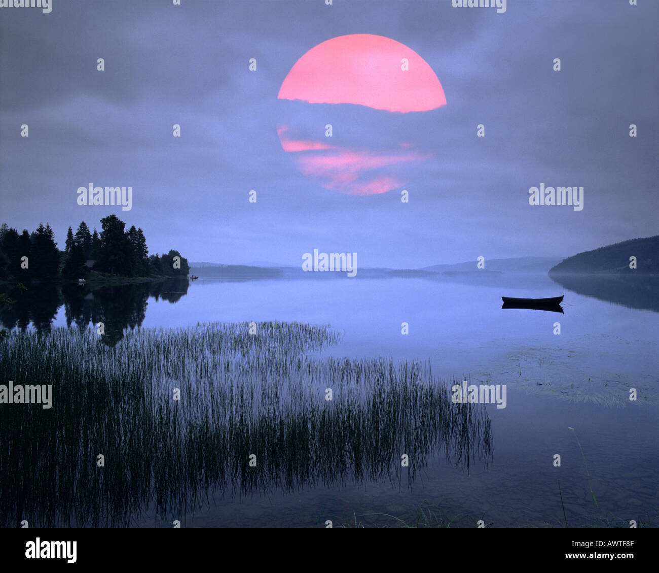 N   NORD TRONDELAG: Lake Snasavatnet at sunset - Stock Image