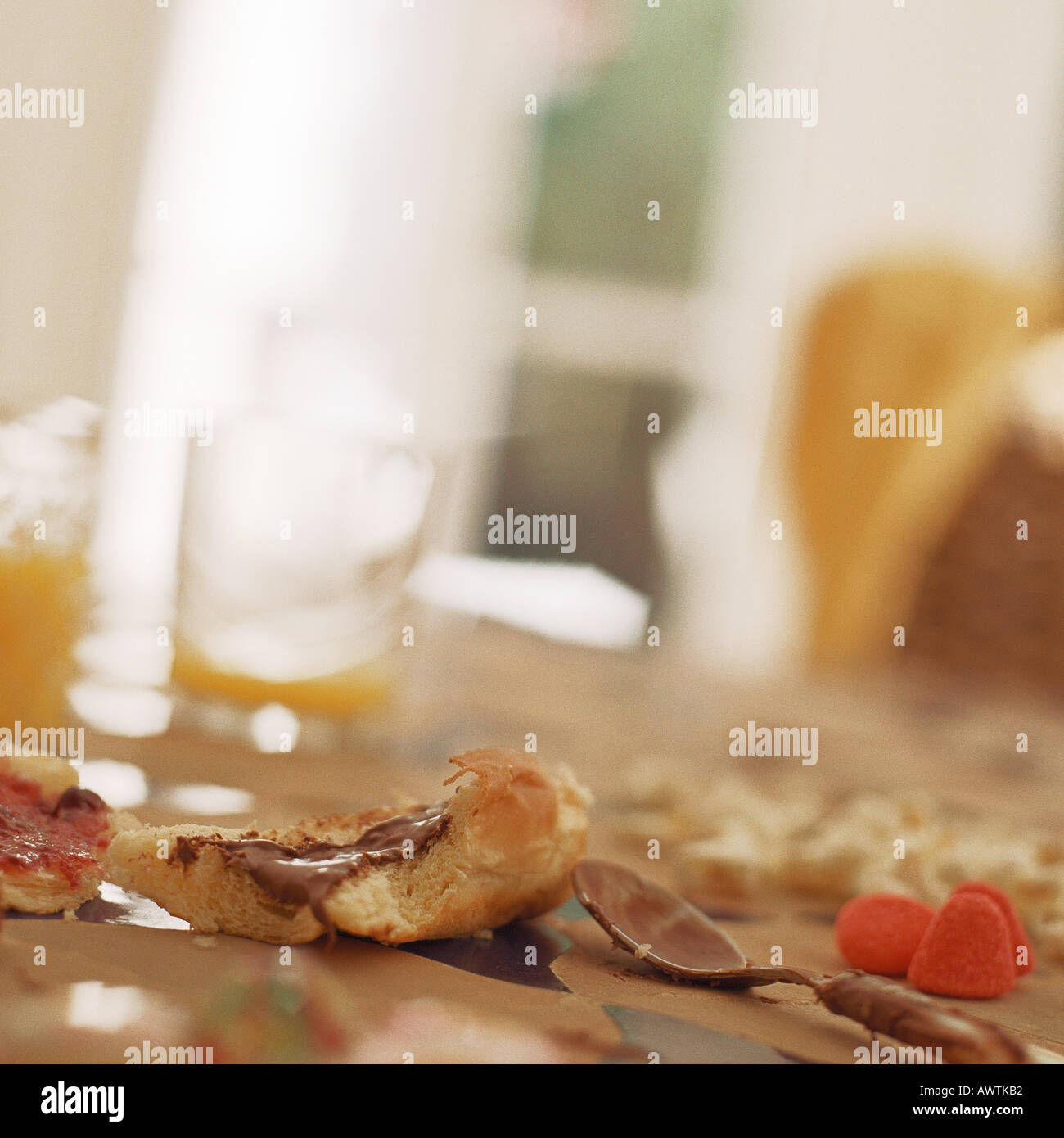 Messy table with leftover breakfast - Stock Image
