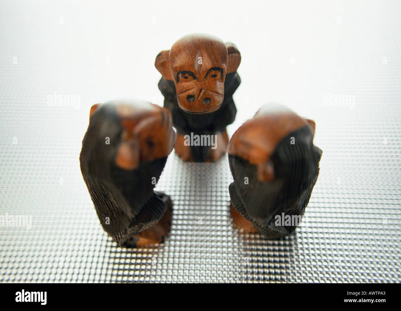 Three wise monkeys, sculpture - Stock Image