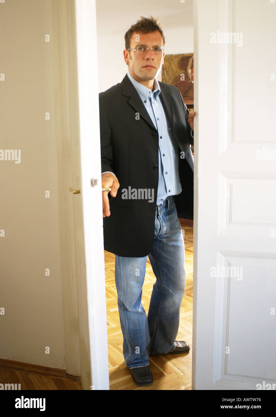 Man opening door  sc 1 st  Alamy & Man opening door Stock Photo: 5437813 - Alamy