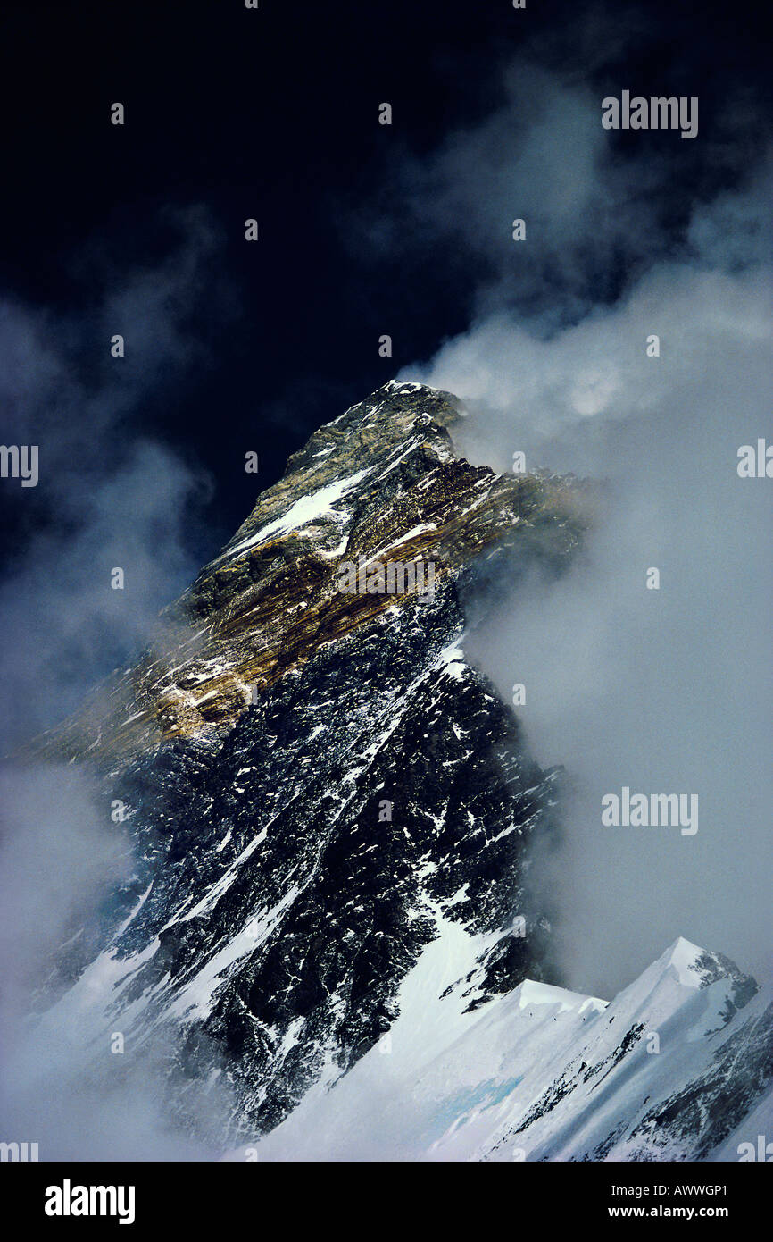Three climbers on Mount Everest s West Ridge at 24 500 feet Tibet - Stock Image