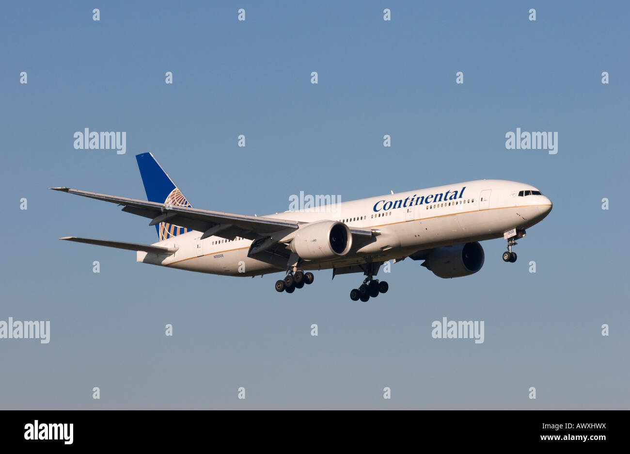 Continental Airlines Boeing 777-224ER landing at London Gatwick - Stock Image