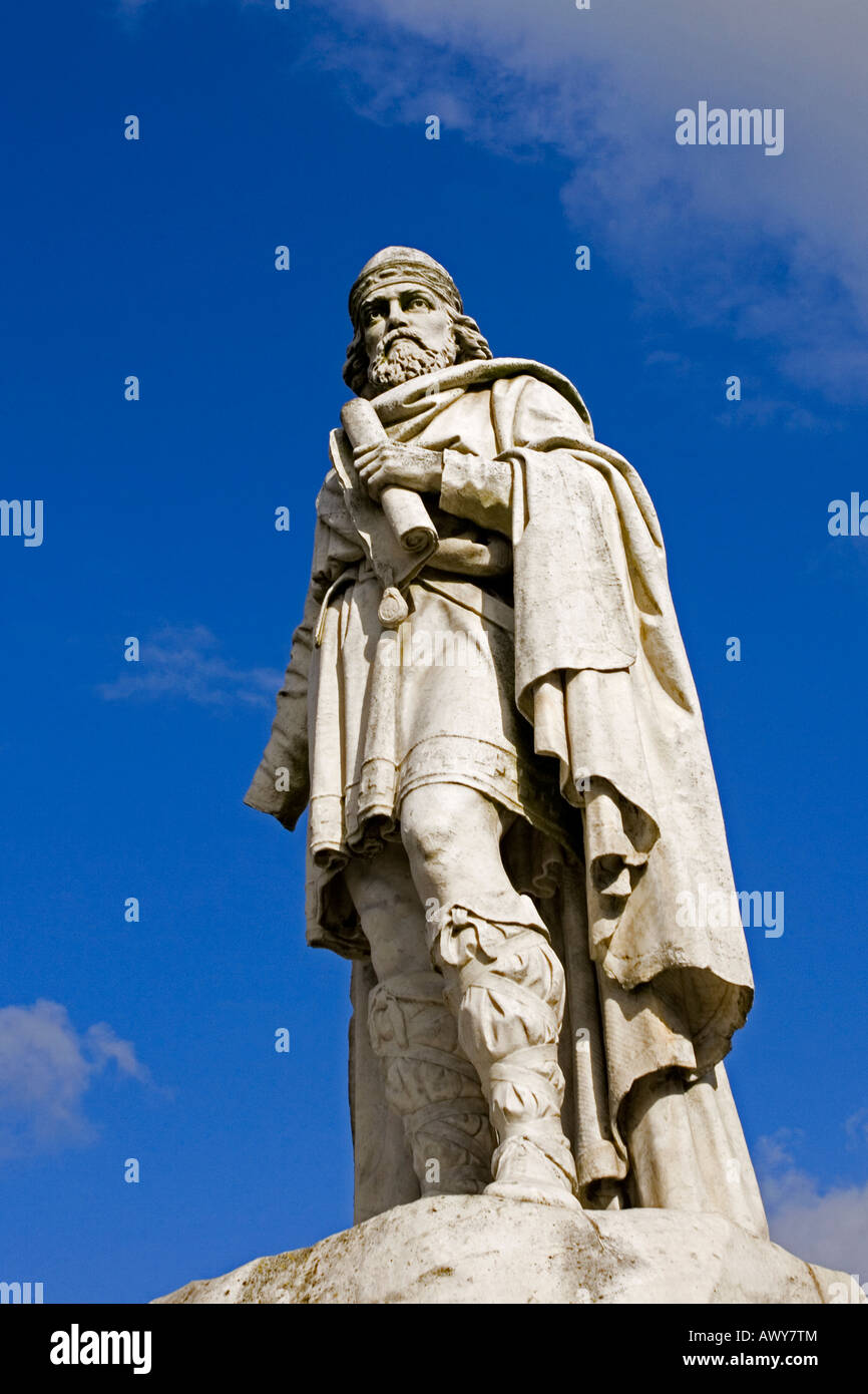 The damaged statue of King Alfred the Great in Market Square Wantage Oxon UK - Stock Image