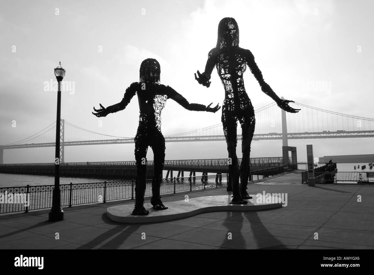 Silhouettes of 2 monumental sculptures, San Francisco, California, USA - Stock Image