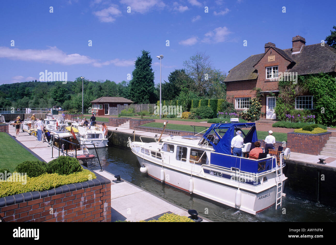 Hambleden Lock gates River Thames valley house cruising cruise cruisers boats people holidays afloat Berkshire England - Stock Image